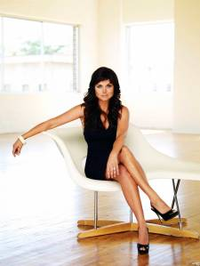 tiffani_amber_thiessen_promo_shots_for_white_collar